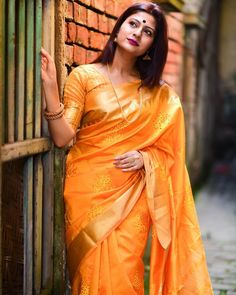 Blouse Back Neck Designs, New Blouse Designs, Kurti Neck Designs, Bridal Blouse Designs, Saree Blouse Designs, Latest Saree Trends, Latest Sarees, Ethnic Fashion, Saree Fashion