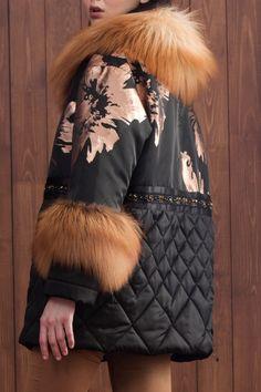 Зимняя куртка Fur Fashion, Winter Fashion, Fashion Outfits, Womens Fashion, Celine Coat, Elisa Cavaletti, Cool Coats, Down Coat, Fur Jacket