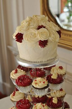 Burgundy and cream wedding - cupcakes and giant | Flickr - Photo Sharing!
