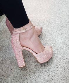Black pants and nude glitter sandals Cute Heels, Lace Up Heels, Pumps Heels, Stiletto Heels, Fancy Shoes, Pretty Shoes, Me Too Shoes, Glitter Sandals, Prom Shoes