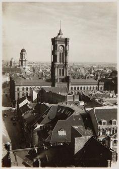 Blick von der Marienkirche zum Berliner Rathaus, um 1920 © Stadtmuseum Berlin | Foto: Albert Vennemann