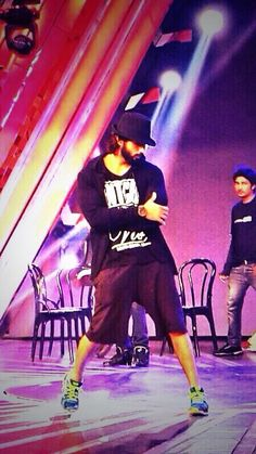 All shahidkapoor fans, here's a picture of your favourite star rehearsing for the #IdeaFilmfareAwards.