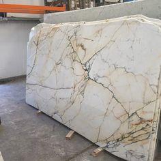 Untitled - Wallpaper - Welcome Haar Design Calcutta Marble Kitchen, Calacatta Marble, Carrara, Kitchen Redo, Home Decor Kitchen, Kitchen Island, Stone Slab, Stone Tiles, Interior Exterior