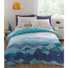 Ideal for any bedroom with character, this bedding set comes exclusively from our Ben de Lisi range. Designed from a soft cotton blend, its wave print captures the refreshing vitality of the sea while the reverse is complete with clouds.