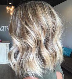 18 More Inspiring Short Blonde Hairstyles: Wavy Bob Hairstyle Lob Hairstyle, Long Bob Hairstyles, Blonde Hairstyles, Short Haircuts, Hairstyle Ideas, Bridal Hairstyle, Natural Hairstyles, Short Hair Waves, Wavy Hair
