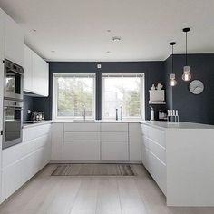 Witte u-vormige keuken Bron: onbekend #u-keuken #keuken #keu