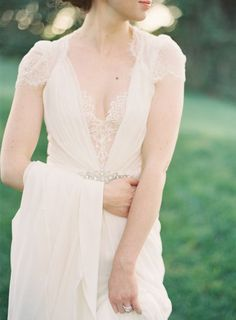 Vintage Inspired Jenny Packham Wedding Dress | Clary Pfeiffer Photography | Modern Anne of Green Gables Wedding Inspiration in Blush and Spring Green