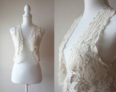 This is a very kawaii 1990s summer vest by Mouth valley Japan. It is made of a light cream color cotton lace with floral pattern. Worn open only, it can easily accessorize a simple T-shirt or a thin summer dress. *note: The vest is rather short (42cm), make sure this style fits your taste and needs before purchasing. Thank you!    Size: Japanese size M - 7 (more like S / XS) Material: 100% cotton Label: Mouth valley - sticking style Condition: excellent Care: easy    Measurements:  Shou...