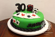 http://www.confeitariadaluana.com.br/festas/festa-de-aniversario/bolo-e-cupcakes-de-poker/