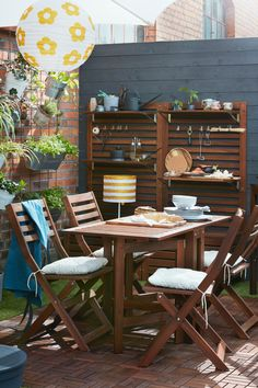 Sun's out? Get the barbecue on. From BBQ party ideas to BBQ tables, we've all you need to fire up the grill and chill all day long. Free Summer, Summer Bbq, Outdoor Furniture Design, Garden Furniture, Outdoor Dining, Outdoor Decor, Outdoor Ideas, Grill N Chill, Pet Water Fountain