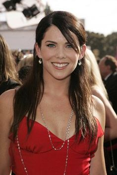 Lauren Graham is the funniest! THAT became very clear with her first appearance on The Ellen show Lauren Graham, Celebrity Style Guide, Celebrity Crush, Hot Actresses, Beautiful Actresses, Gilmore Girls Seasons, Glimore Girls, Metal Girl, Celebrity Dresses