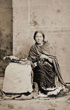 Vendedora de hojas secas para tabaco