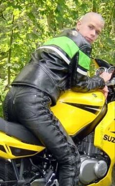 Bike Leathers, Leather Men, Boy Or Girl, Biker, Horses, Steel, Boys, Country Guys, Baby Boys