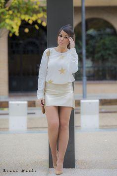 STARS - la huella de mis tacones Body Negro, Zara, Girls In Mini Skirts, Michael Kors, Fashion Blogs, Legs, Gold Skirt, Heels, Wraps