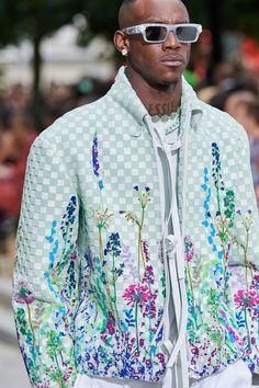 fashion killa The complete Louis Vuitton Spring 2020 Menswear fashion show now on Vogue Runway. Fashion 2020, Urban Fashion, Runway Fashion, Fashion Show, Mens Fashion, Fashion Outfits, Fashion Trends, Guy Fashion, Fashion Black