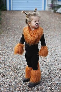Halloween is coming. Are you ready for Halloween decorations? Are you ready for the kids' Halloween costumes? If you're not ready, you can make Halloween costumes at home with your kids. Costume Tigre, Costume Lion, Best Diy Halloween Costumes, Halloween Kids, Kids Tiger Costume, Original Halloween Costumes, Homemade Halloween, Halloween Cosplay, Costumes For Dogs