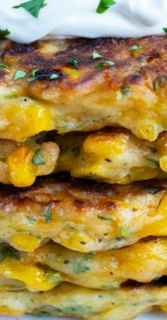Cheesy Southern corn fritters Food Dishes, Side Dishes, Homemade Aioli, Corn Pancakes, Corn Fritter Recipes, Cheesy Corn, Vegan Sour Cream, Corn Fritters, Shredded Zucchini