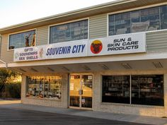 One of the best places for souvenirs on the boards. Taken on Nov. 2016 by Lea Doughty Ocean City Md, Sun City, Maryland, The Good Place, Boards, Places, Planks, Lugares