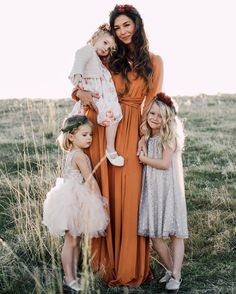 Maternity Photography – Preparation, Poses And Locations Summer Family Pictures, Fall Family Photos, Wedding Family Photos, Family Pics, Rustic Family Pictures, Family Photos What To Wear, Outdoor Family Photos, Wedding Pictures, Wedding Ideas