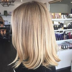 Gorgeous blend from deeper roots into fresh creamy vanilla ends 🍦🍦🍦 Baby lights and balayage to achieve this blend. Blonde Hair Looks, Blonde Hair With Highlights, Soft Blonde Hair, Balayage Highlights, Medium Blonde Hair, Short Blonde, Great Hair, Balayage Hair, Blonde Balayage Honey