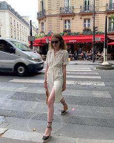 Купить на распродаже: тренды, которые будут актуальны летом 2021 – Woman Delice #тренды2021 #лето2021 #распродажи #летниеплатья2021 #гардероб #летнийгардероб #женскиеплатья Leather Shirt Dress, Linen Shirt Dress, Denim Shirt Dress, Poplin Dress, Belted Shirt Dress, Casual Street Style, Street Style Looks, Casual Chic, Parisian Summer