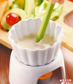 羅馬溫泉沙拉250元(需預約) 鯷魚醬汁配有機蔬菜,鹹香開胃。