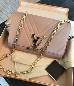 2019 New Louis Vuitton Handbags Collection for Women Fashion Bags have it Gucci Handbags, Luxury Handbags, Louis Vuitton Handbags, Fashion Handbags, Purses And Handbags, Fashion Bags, Designer Handbags, Designer Bags, Women's Fashion