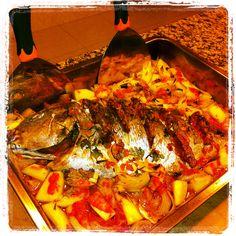 Pargo assado, comfort food. Clássico, tal e qual o da minha mãe...bom, reforcei com pimenta da terra, dos Açores(claro!)