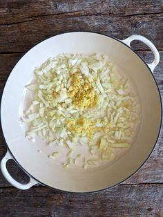 GRØNNSAKSCURRY med søtpotet, spinat og linser i 5 steg Nom Nom, Grains, Curry, Food And Drink, Rice, Vegetables, Cilantro, Curries, Vegetable Recipes