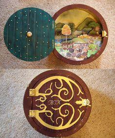 Cooler Geeks - A Hobbit Box. I want one! Nerd Crafts, Fun Crafts, Diy And Crafts, Arts And Crafts, Paper Crafts, Hobbit Door, The Hobbit, Midle Earth, Hobbit Party
