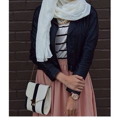 Latest Hijab Fashion : Wish I had this outfit! Its so unique! 🙍I& a bit jealous. Islamic Fashion, Muslim Fashion, Modest Fashion, Fashion Outfits, Casual Hijab Outfit, Hijab Chic, Street Hijab Fashion, Abaya Fashion, Modest Wear