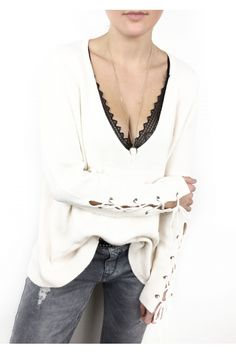 Pull COSY col V profond et manches lacées BLANC