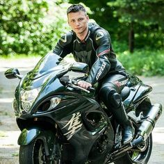 On Guys and Bikes : Photo Motorcycle Suit, Motorcycle Leather, Motard Sexy, Mode Man, Biker Boys, Biker Gear, Super Bikes, Biker Style, Hot Bikes