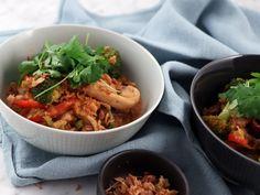 Bowl med kyckling i röd curry, savojkål och matvete | Recept från Köket.se