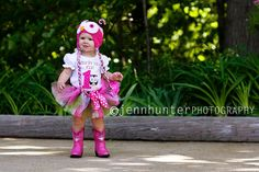 this looks like an outfit my daughter (or I !!!) put together- adorable
