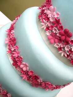 A not so tacky way to utilize your wedding colors on your cake