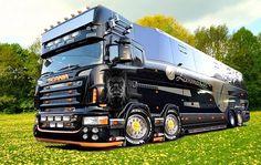 The Best Super Big Buss / Scania Truck Der beste Super Big Buss / Scania Truck Rv Motorhomes, Luxury Motorhomes, Big Rig Trucks, Cool Trucks, Luxury Bus, Expedition Vehicle, Heavy Truck, Busses, Truck Camper