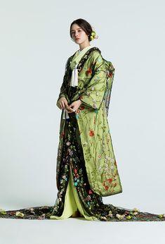 ウエディングドレス・ブライダルコスチューム | TAKAMI BRIDAL | LOOKBOOK Traditional Kimono, Traditional Fashion, Traditional Outfits, Kimono Dress, Boho Dress, Lace Dress, Japanese Fashion, Asian Fashion, 90s Fashion