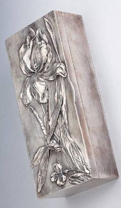 Art noveau box, metal silver plated, France approx. 1900, floral decor with water plant and dragonfly, inside with wood, original possibly for saving gloves, now: saving for cigars, approx. 28 x 12.5 x 6.5 cm, hugh quality, signs of usage