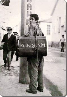 GAZETECÍ (paper boy).  Istanbul, c. 1960.