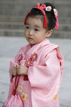Tiny tot in pink kimono - Meiji Shrine Tokyo by Jon Bower, Shichi-Go-San