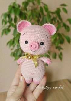 Free amigurumi pattern for a cute crochet pig toy. The height of finished pig is about 16 cm Do you like this sweet crochet pig? Right here you can see how to make this amigurumi pig. To create a 6 inch pig doll you will need Jeans yarn and mm crochet hoo Crochet Pig, Cute Crochet, Crochet Dolls, Kids Crochet, Scarf Crochet, Afghan Crochet, Crochet Animal Patterns, Crochet Patterns Amigurumi, Amigurumi Doll
