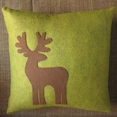 Reindeer pillow tutorial and free  template.
