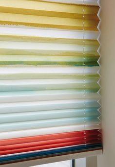 Smuk og glad farveskala - Aquarel plissé fra Luxaflex. #Luxaflex #Plissegardin #Gardin #indretning #bolig #farve #farveiboligen #farveskala