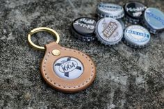 Leather Key Case, Leather Keyring, Leather Earrings, Leather Jewelry, Leather Craft, Beer Bottle Caps, Beer Caps, Leather Wallet Pattern, Gifts For Beer Lovers