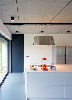 farbe-grau-visuelle-effekte-wohnzimmer-beton-decke | Minimalist ...