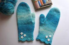 Olenko ainoa, kenelle tulee näistä mielleyhtymänä eräs animaatioelokuva? En varmaan. Mutta kyllä kolmekymppisiäkin saa lapsettaa! Tein tällä... Diy Projects To Try, Knit Crochet, Crochet Blogs, Diy And Crafts, Gloves, Knitting, Handmade, Fashion, Moda