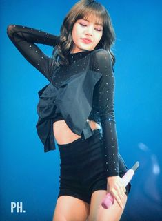 Lalisa Manoban #LISA Yg Entertainment, South Korean Girls, Korean Girl Groups, Army Love, Blackpink Lisa, Blackpink Jennie, Female Singers, Short Hair Styles, Kpop