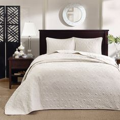 Mansfield is the perfect coverlet to use as a layering piece or an alternative to your comforter for a new solid look. The classic stitch pattern pairs easily with your existing décor and will sure to add a new decorative element to your bedroom.