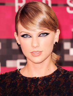 Taylor Swift http://en.louloumagazine.com/beauty/hairstyles/taylor-swifts-beauty-evolution/image/14/ / Taylor Swift http://fr.louloumagazine.com/beaute/cheveux/levolution-beaute-de-taylor-swift/